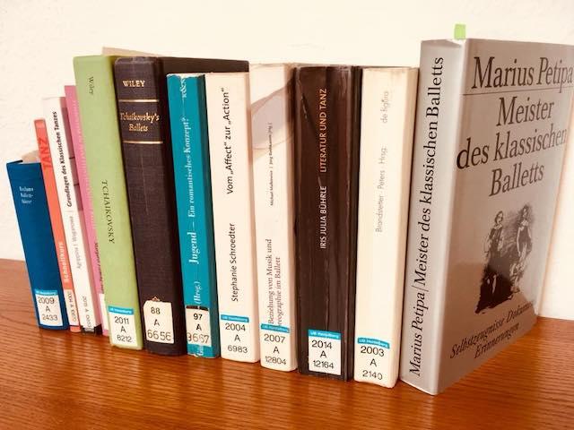 並べられた10冊以上の本