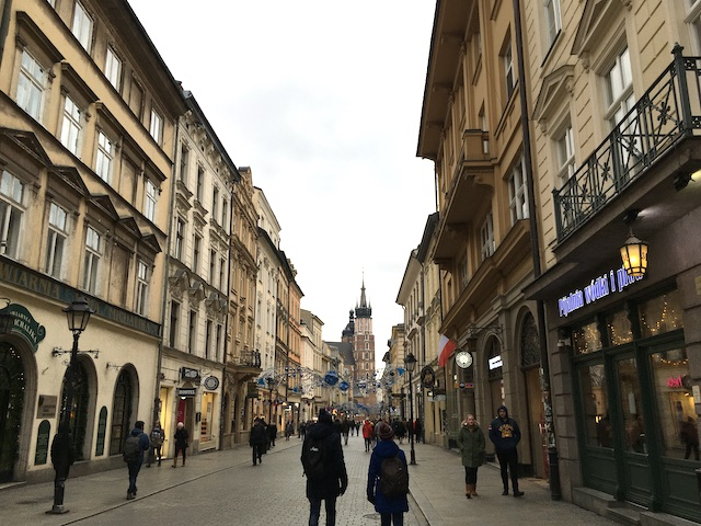 左右に並ぶ古い建物